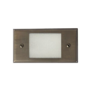 Step Light with Flat Face Plate Lens